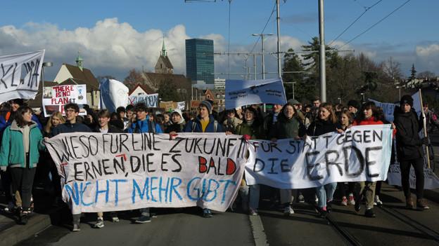 Demonstration auf Wettsteinbrücke