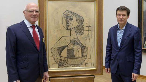Lukas Faesch (CMS) und Josef Helfenstein (Kunstmuseum) posieren vor einem Picasso.