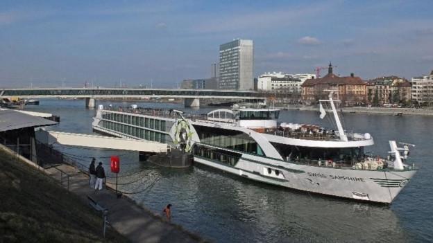 Kreuzschiff auf dem Rhein