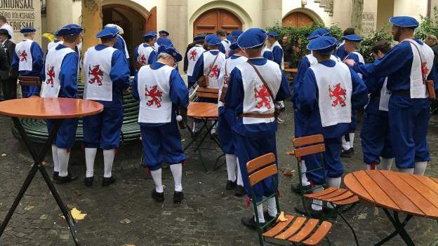 Bei der Webern-Zunft in Basel sind die Männer unter sich.