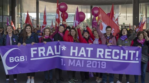 Die Frauen liefen am 1. Mai Umzug in Basel zuvorderst