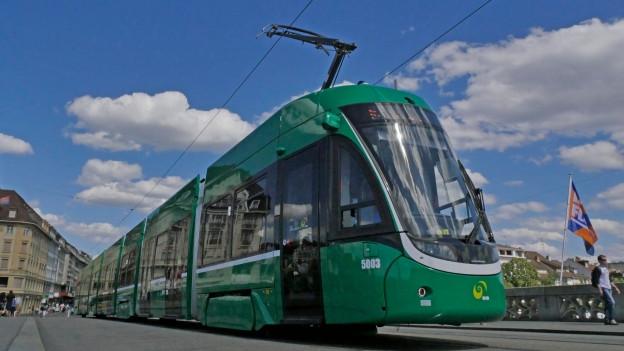 Weil die BVB zu wenig Personal hat, fallen immer wieder Tram- und Buskurse aus.