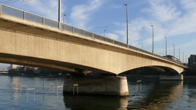 Die Johanniterbrücke hat den Aufprall unbeschadet überstanden