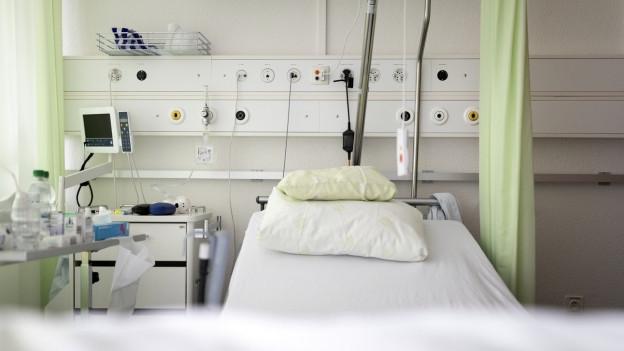 Leeres Spitalbett