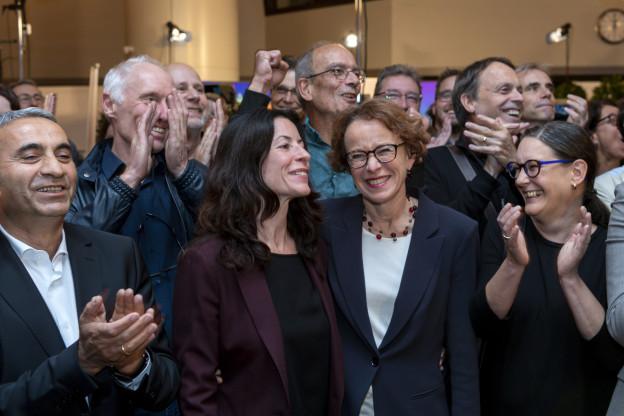 Mustafa Atici, Tanja Soland und Eva Herzog jubeln im Wahlzentrum.