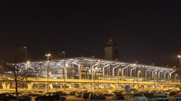 In der Nacht soll früher Ruhe sein am Basler EuroAirport, fordern die Grünen