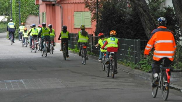 Kinder die sich in Basel nicht an die Verkehrsregeln halten, werden von der Polizei vorgeladen