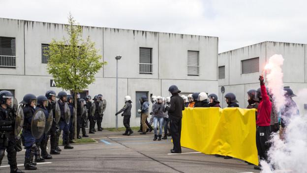 Polizisten in Ausbildung an der Polizeischule