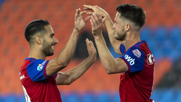 Samuele Campo und Ricky van Wolfswinkel freuen sich über den 4:0-Sieg