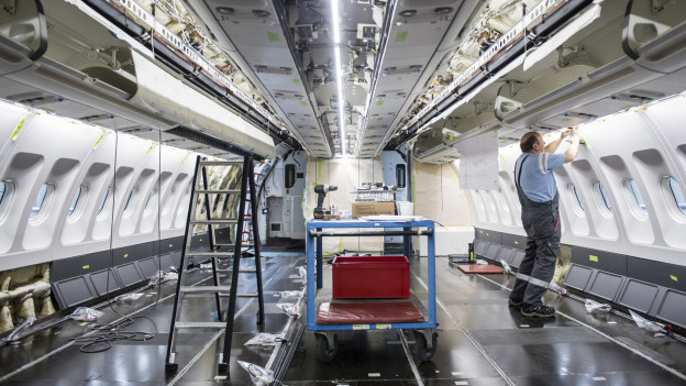 Die Firma SR Technics wartet Flugzeuge, auch am Euroaiport Basel.