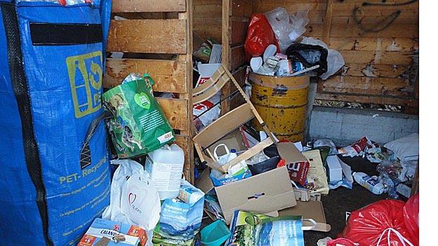 Abfallhäuschen wird als Güselhütte missbraucht.
