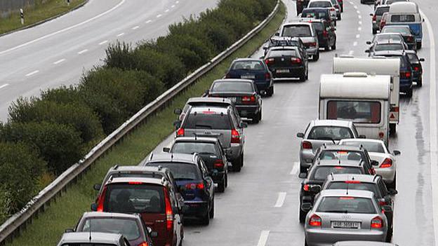 Der Reiseverkehr macht sich auf der A13 bemerkbar.