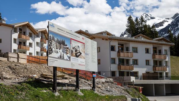 Diese Zweitwohnungen in Arosa durften nach Annahme der Initiative trotzdem noch gebaut werden.