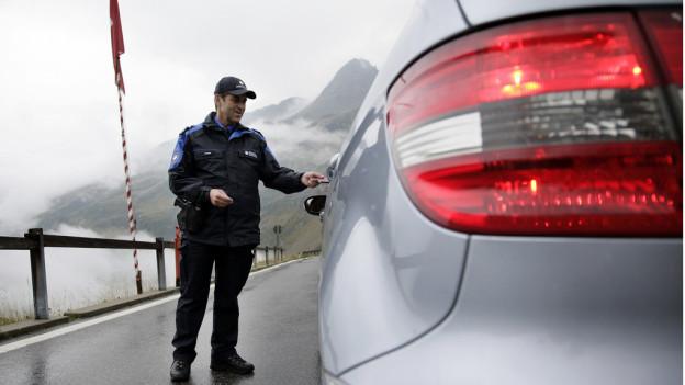 Mobile Einsatztruppen der Bündner Kantonspolizei sollen dem Kriminaltourismus einhalt gebieten.