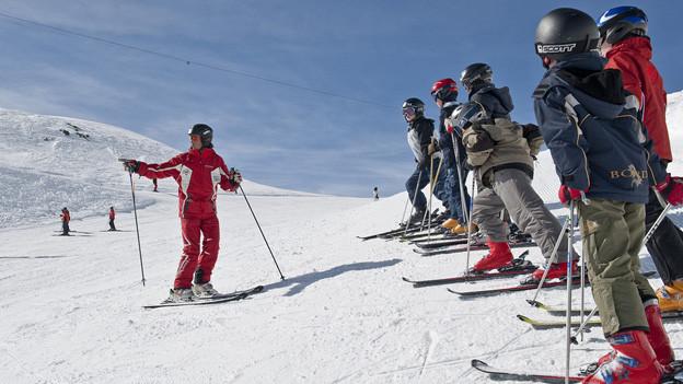 Eine Gruppe in der Skischule