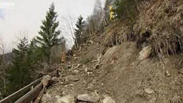 Die Strasse wurde stärker beschädigt als angenommen.