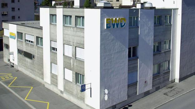 Haus mit EWD-Schriftzug.