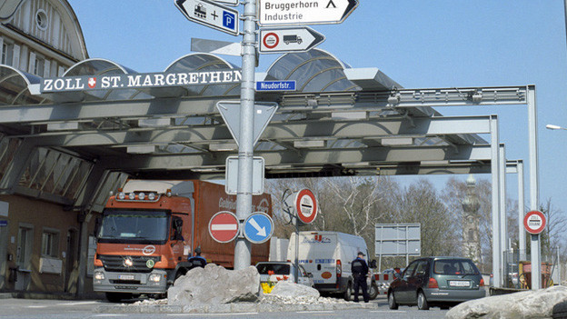 Lastwagen am Grenzübergang