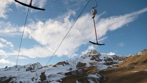 In den Bündner Bergen hoffen die Skigebiete auf den grossen Schnee.