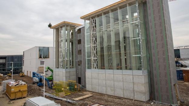 Die Aufbauarbeiten für die Bündner Ausstellung laufen auf Hochtouren.