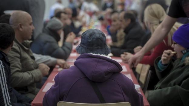 Auch im neuen Jahr werden viele Flüchtlinge nach Graubünden kommen, so Regierungspräsident Rathgeb.