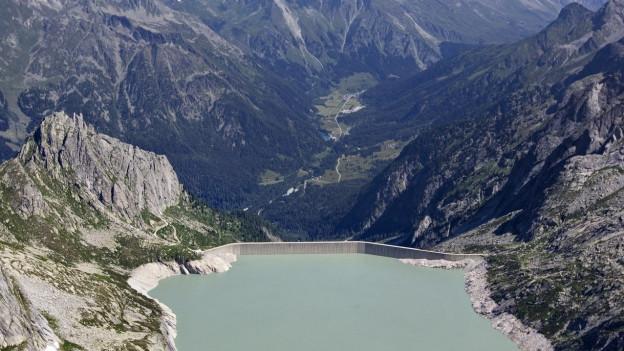 Wie das Wasser in den Bergbächen fliessen auch schon seit über 100 Jahren die Wasserzinsen in die Kassen der Bündner Gemeinden und des Kantons.