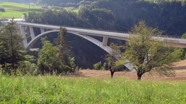 Die Taminabrücke ist fertiggestellt.