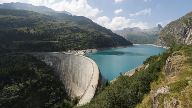 Das Kraftwerk am Zervreila-Stausee wird von der Kraftwerke Zervreila AG betrieben.