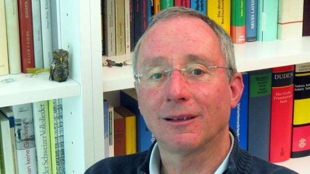 Der 67-jährige Sprachwissenschaftler Clau Solèr kennt die Bedeutung des Romanischen in- und auswendig.
