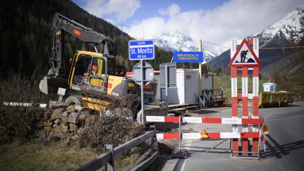 Baustelle vor dem Ortsschild von St.Moritz