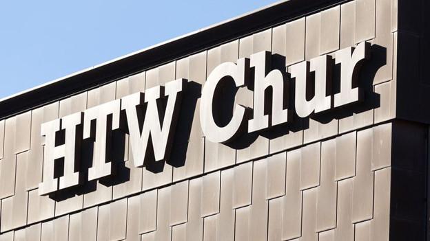 Loge der HTW Chur am Gebäude der Fachhochschule