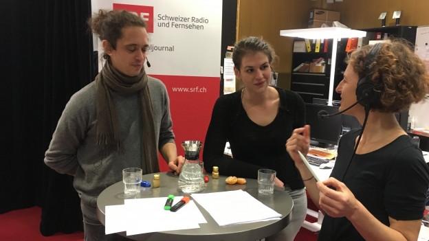 Gion-Mattias Durband und Anja Conzett im Gespräch mit SRF-Redaktorin Sara Hauschild