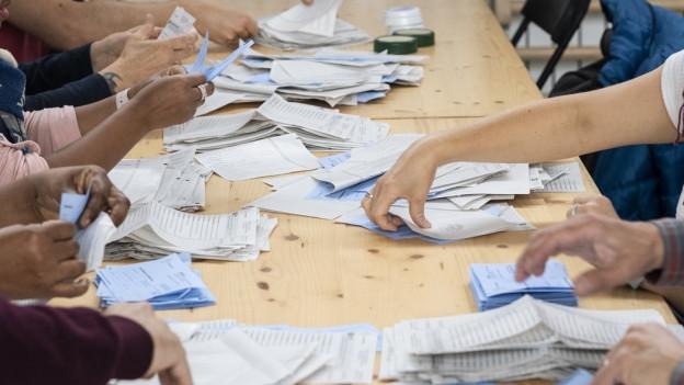 Wahlzettel bei der Auszählung