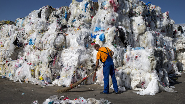 Plastikabfall in einer Recyclinganlage