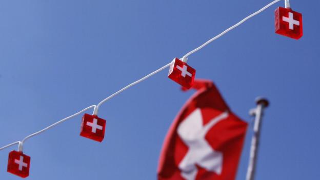 Viele Schweizerfahnen werden aus dem Ausland importiert.