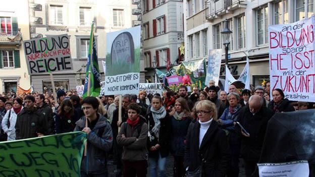 Die Luzerner Bevölkerung wehrt sich gegen die Sparmassnahmen.