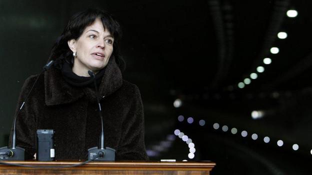 Bundesrätin Doris Leuthard bei der Tunnel-Eröffnung.