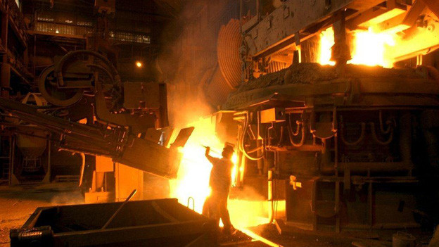 Die Abwärme der Swiss Steel könnte gewinnbringend genutzt werden. Das kostet aber Millionen.