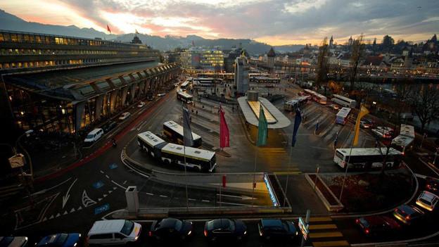 Der Bahnhofplatz Luzern ist ein stark belasteter Verkehrsknotenpunkt.