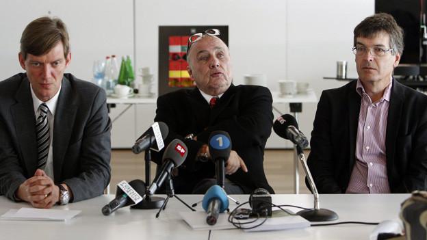 FCL-Präsident Mike Hauser, Hauptinvestor Bernhard Alpstaeg und FCL-CEO Thomas Schönberger nach einer Aussprache