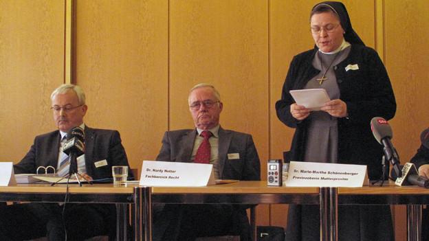 Stellten den Bericht vor: Experten Magnus Küng und Hardy Notter sowie die Provinzoberin Marie-Marthe Schönenberger.