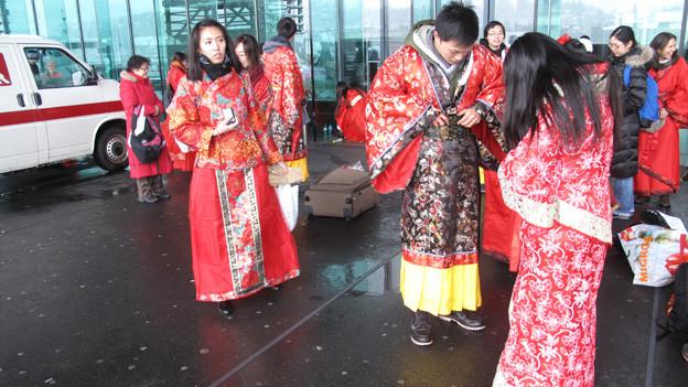 Chinesische Gruppe erkundet die Luzerner Fasnacht.