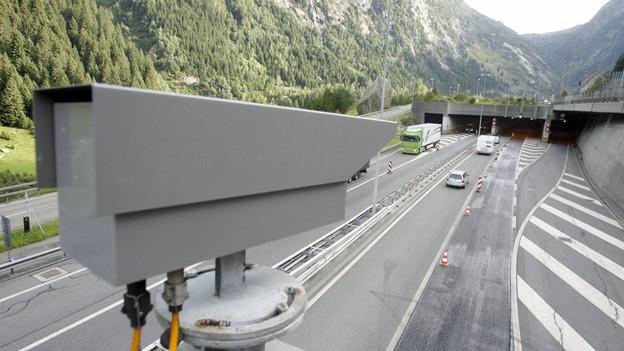 Die Sperre des Gotthard-Strassentunnels wird für Eishockey-Fans kurz aufgehoben.