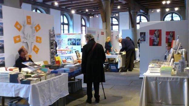 Der Buchmarkt in der Kornschütte stiess auf grosses Interesse.