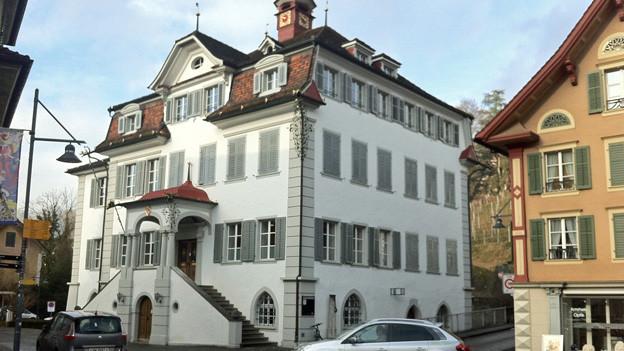 Trotz Defizit die Finanzen im Griff: Blick auf das Rathaus in Sarnen.