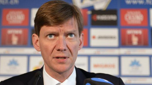 FCL-Präsident Mike Hauser informiert die Medien über die Trainerentlassung.