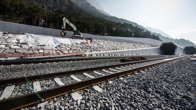 Züge beschleunigen ab Flüelen auf 200 Sachen.
