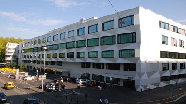 Im Hauptgebäude der Uni Luzern soll Kühlanlage eingebaut werden.