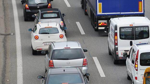 Stau und keine rasche Lösung bei der Autobahn-Ausfahrt in Küssnacht.