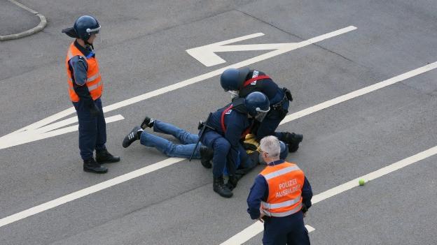 Übung eines Polizeieinsatzes in Hitzkirch.